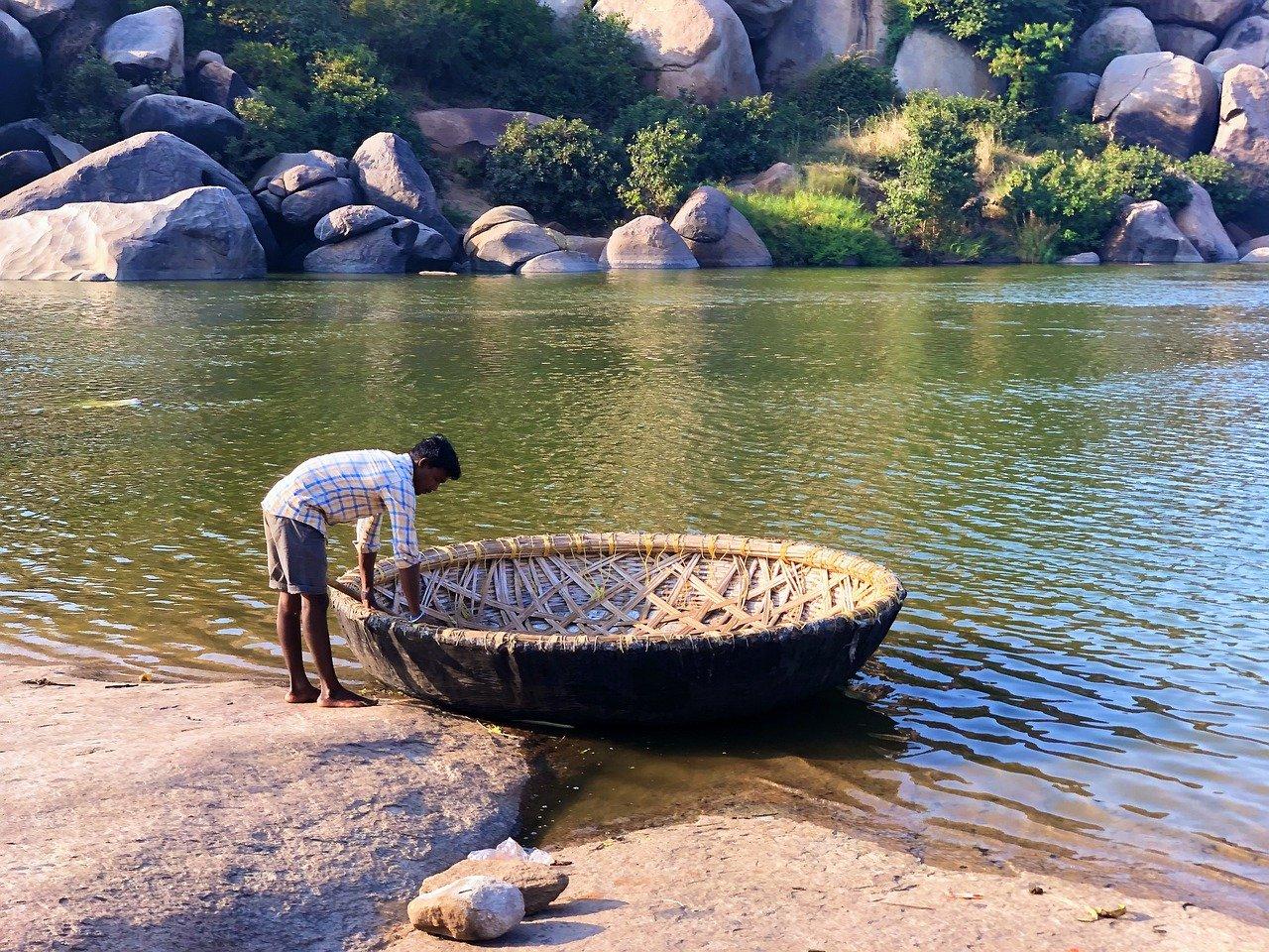 הנהר בהאמפי הודו
